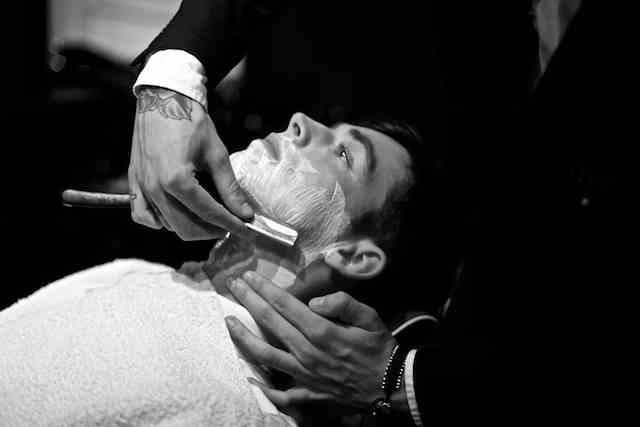 Man groom shave